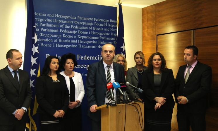 Beganović: Novac za povećane penzije mora pronaći Novalić, policajci moraju biti obuhvaćeni Zakonom
